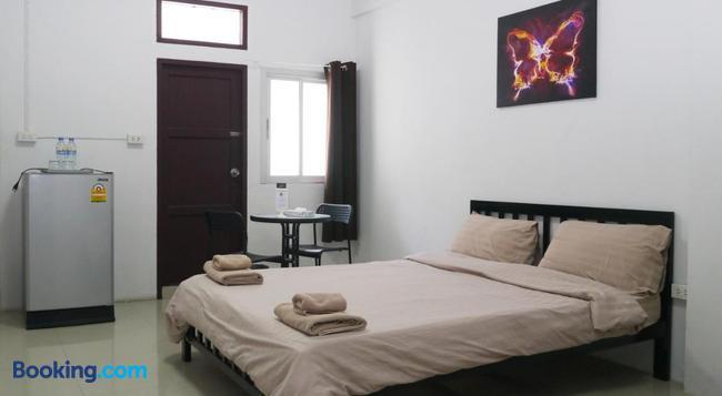 Baan Mai Guest House - 曼谷 - 臥室