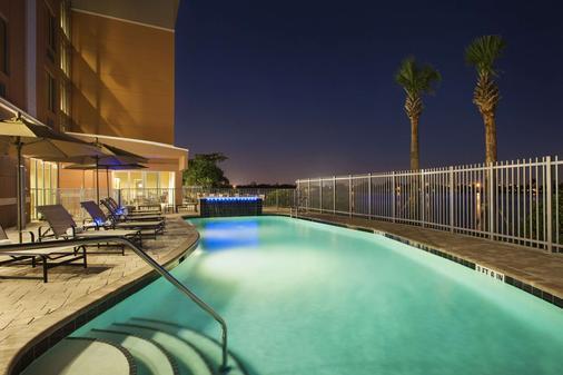 邁阿密機場- 藍礁湖坎布里亞套房酒店 - 邁阿密 - 游泳池
