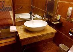 昆明綠洲大酒店 - 昆明 - 浴室