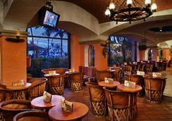 巴塞羅伊斯塔帕全包酒店 - 伊斯塔帕 - 酒吧