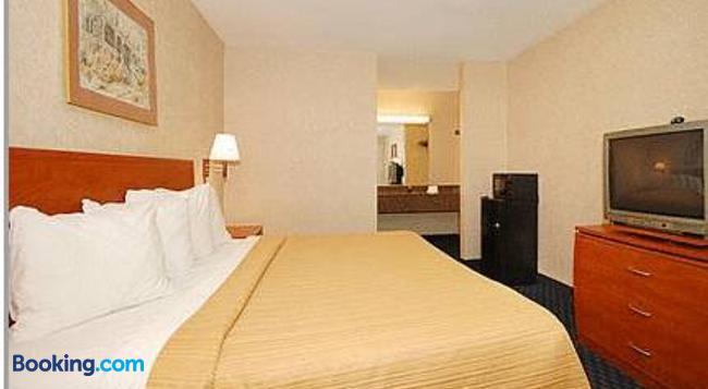 Greenville Inn & Suites - Greenville - 臥室