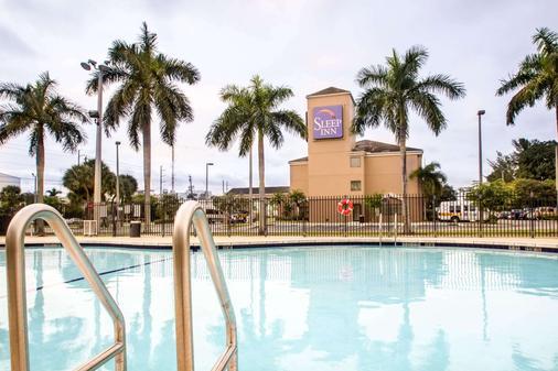 邁阿密機場住宿酒店 - Miami Springs - 游泳池