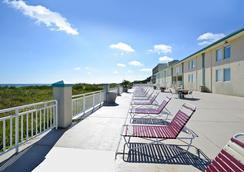 最佳西方假日沙灘旅館和套房 - 諾福克 - 臥室