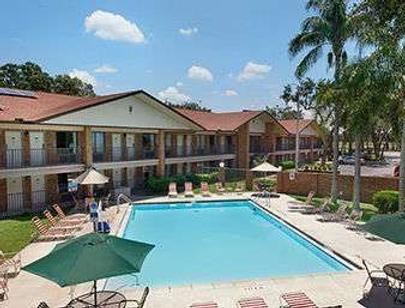 坦帕華美達酒店 - 坦帕 - 游泳池