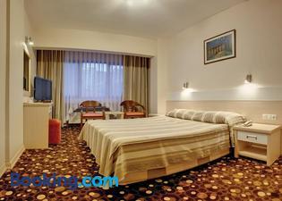 雨穆克格魯酒店