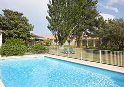 帕哈阿維尼翁南貝斯特韋斯特酒店 - 亞維儂 - 游泳池