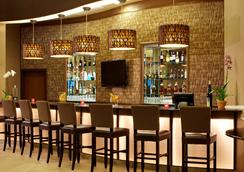 萊克蘭貝斯特韋斯特PLUS套房酒店 - 聖安東尼奧 - 酒吧