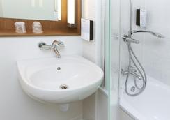 鐘樓巴黎東伯比妮酒店 - 博比尼 - 浴室