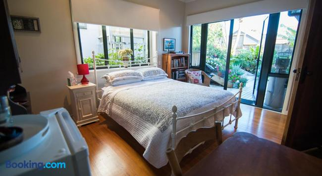 Terry And Cindy's Bed And Breakfast - 奧克蘭 - 臥室