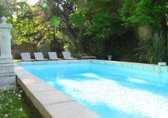 克洛阿布艾斯酒店 - 阿姆博斯 - 游泳池