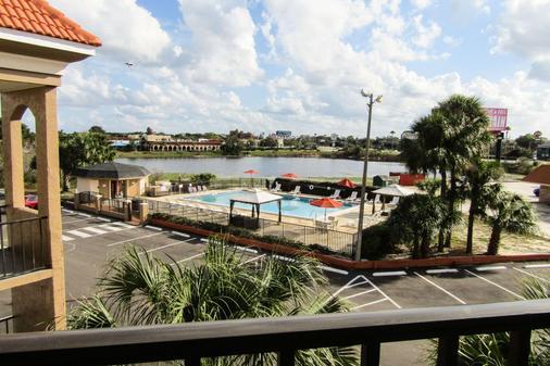 湖畔品質酒店 - 基西米 - 游泳池