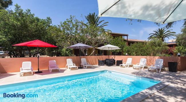 Casa Vecchia - 卡爾維 - 游泳池