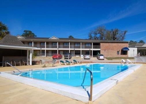 塔拉哈西郊區長住酒店汽車旅館 - 塔拉哈西 - 游泳池