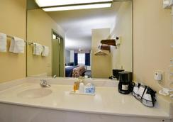 霍比機場美洲貝斯瓦柳客棧 - 休斯頓 - 浴室