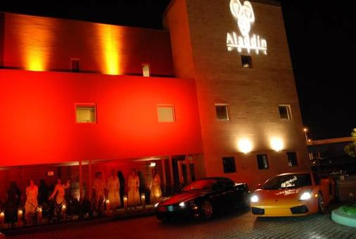 Aladdin Hotel - Couples Only - Miami Springs - 建築