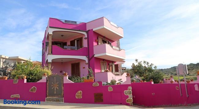 B&B La Fortezza - 卡斯特爾薩多 - 建築