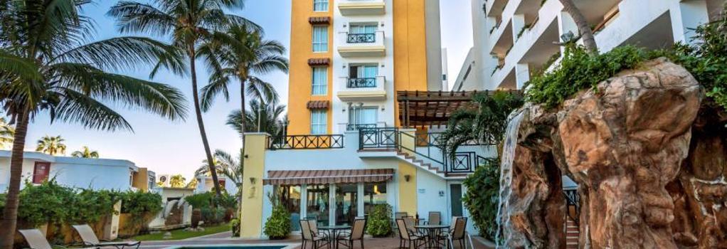 Best Western Hotel Posada Freeman Zona Dorada - 馬薩特蘭 - 建築