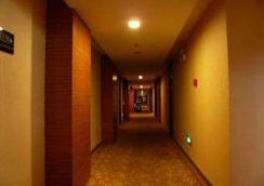 Super 8 Hotel Urumqi Mei Hao - 烏魯木齊