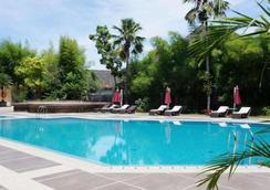 布明米廊基里亞德酒店 - 巴東 - 游泳池