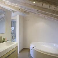 Best Western Plus Santa Maria Guest Bathroom
