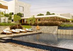 海得拉巴加池波利凱悅酒店 - 海得拉巴 - 游泳池