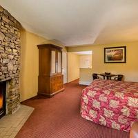 River Terrace Resort & Convention Center Guestroom