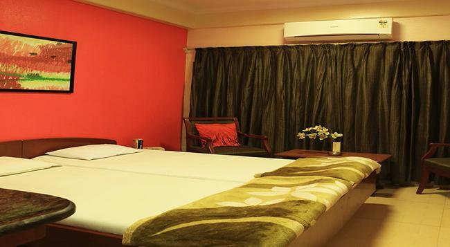 Benazeer Hotel - 孟買 - 臥室
