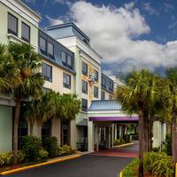 Quality Suites The Royale Parc Suites Hotel Main Entrance 2
