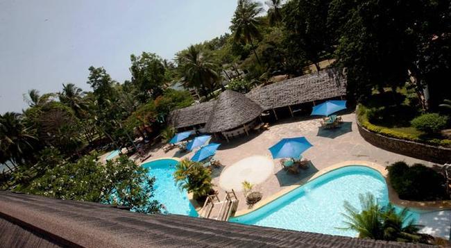 Travellers Beach Hotel - 蒙巴薩 - 游泳池