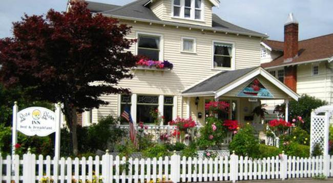 Rose River Inn Bed and Breakfast - Astoria - 建築