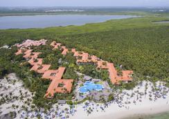 Natura Park Eco Beach Resort and Spa - Punta Cana - 建築