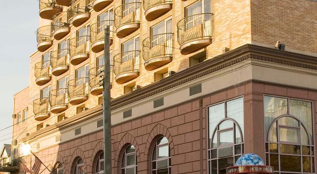 Avenue Plaza Hotel - 布魯克林 - 建築