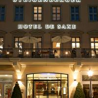 Steigenberger Hotel de Saxe Hoteleingang bei Nacht