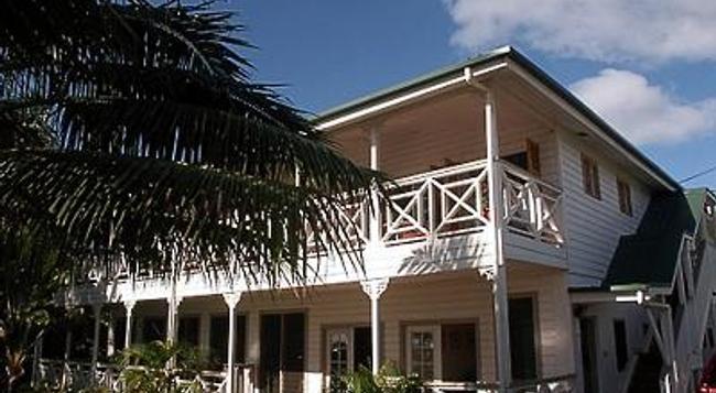 Waterfront Lodge - 努庫阿洛法 - 建築