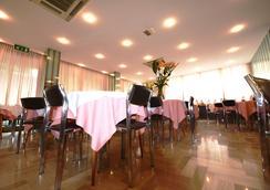 特羅卡德羅酒店 - 里喬內 - 餐廳