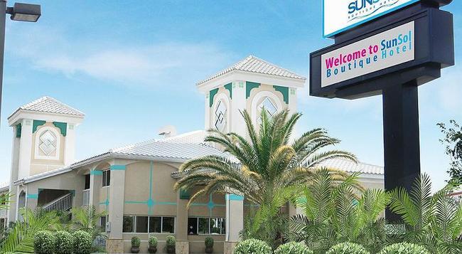 Quality Inn Maingate West - Celebration - 建築
