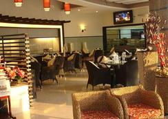 Azzaro Resorts & Spa - 第烏 - 餐廳