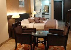 Azzaro Resorts & Spa - 第烏 - 臥室