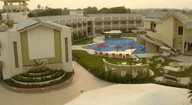 Azzaro Resorts & Spa - 第烏 - 建築
