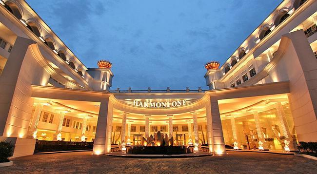 Harmoni One Convention Hotel & Service Apartments - 巴淡島 - 建築
