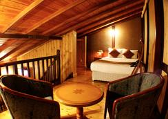 Alpine Hotel - 努沃勒埃利耶 - 臥室