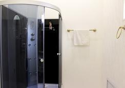 Art-khostel Sherlock homes - 克拉斯諾達爾 - 浴室