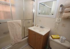 Midwood Suites Brooklyn - 布魯克林 - 浴室