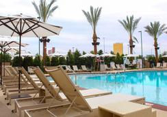 皇宮站賭場飯店 - 拉斯維加斯 - 游泳池