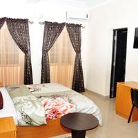 Western Dreams Hotel Guestroom