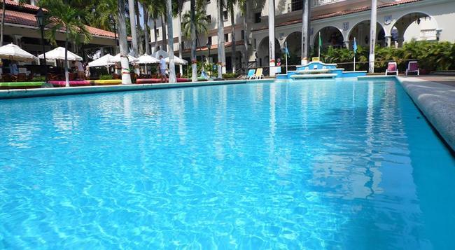 Hotel El Prado - 巴蘭基亞 - 游泳池