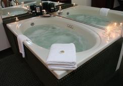 皇家大酒店 - Binghamton - Spa