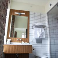 Hotel Indigo Newark Downtown Bathroom