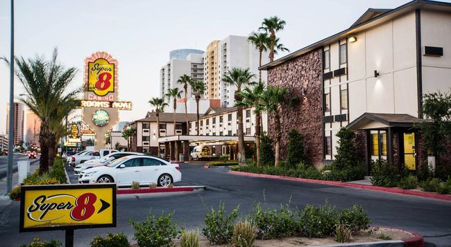Super 8 Las Vegas Strip Area at Ellis Island Casin - 拉斯維加斯 - 建築