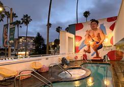 肯尼- 威尼斯海灘酒店 - 洛杉磯 - 游泳池